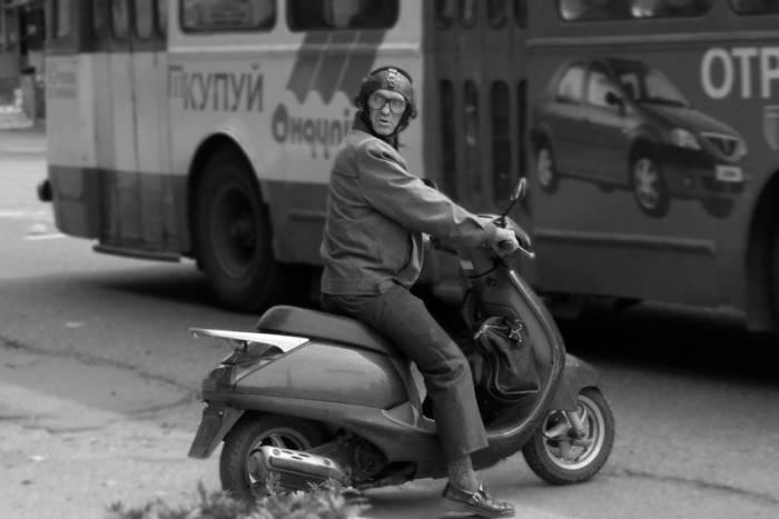 Снова отложили получение прав на скутера и мопеды